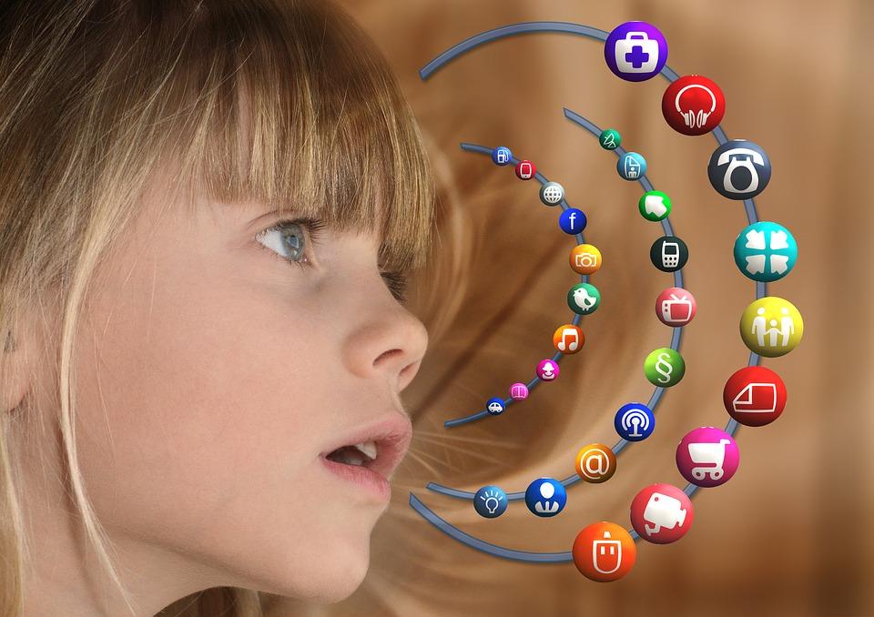 girl-social-media